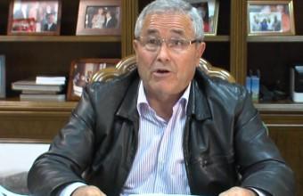 Alcalde informando sobre tasa del catastro 2014 en Arroyo de San Serván (Badajoz).