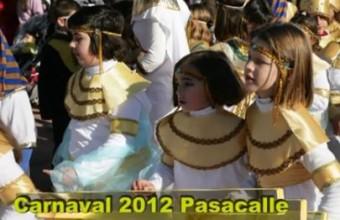 Fotos del pasacalles de disfraces de los alumnos del colegio 2012 Arroyo de San Serván.